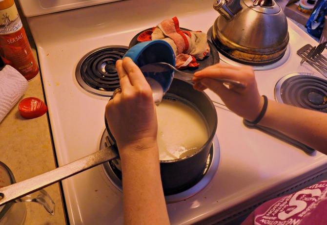 How to Make Yogurt without a Yogurt Maker